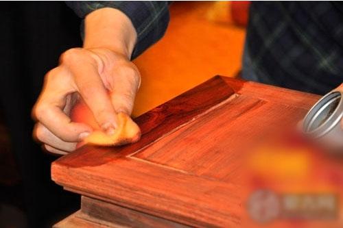 木质家具漆面伤痕的处理方法